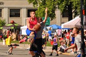 6-30-2014-spokane-hoopfest-players